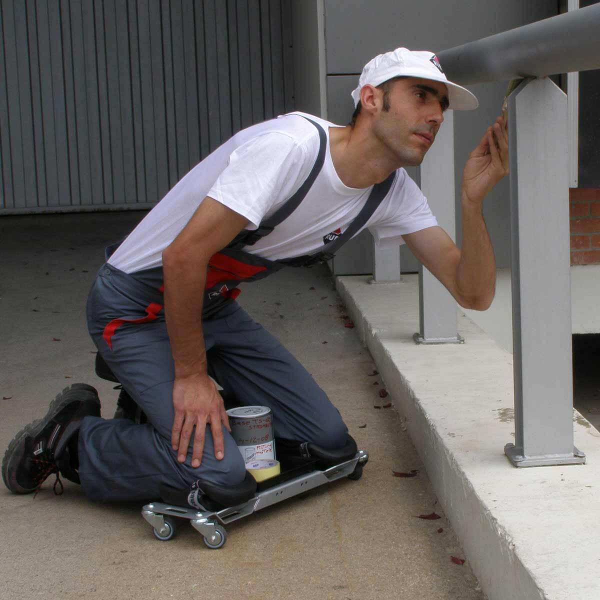 Rubi SR1 Ergonomic Knee Pad painter