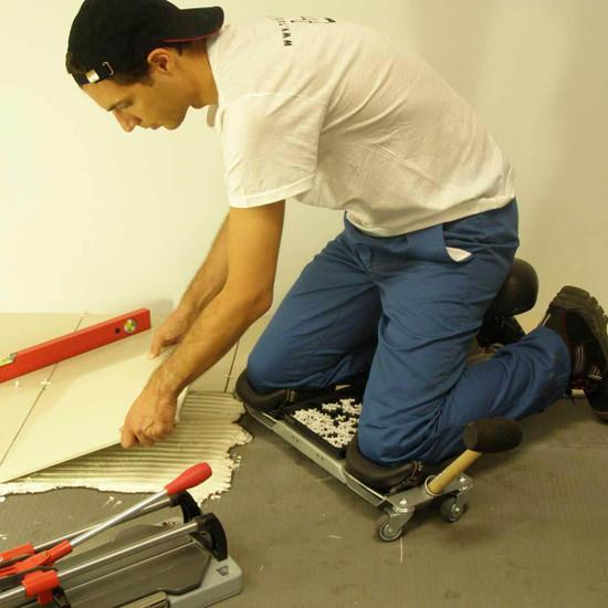 Rubi SR1 Knee Roller Installing Tile