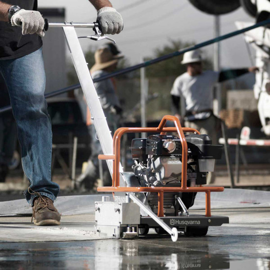 Husqvarna Soff-Cut 150 Cutting Green Concrete