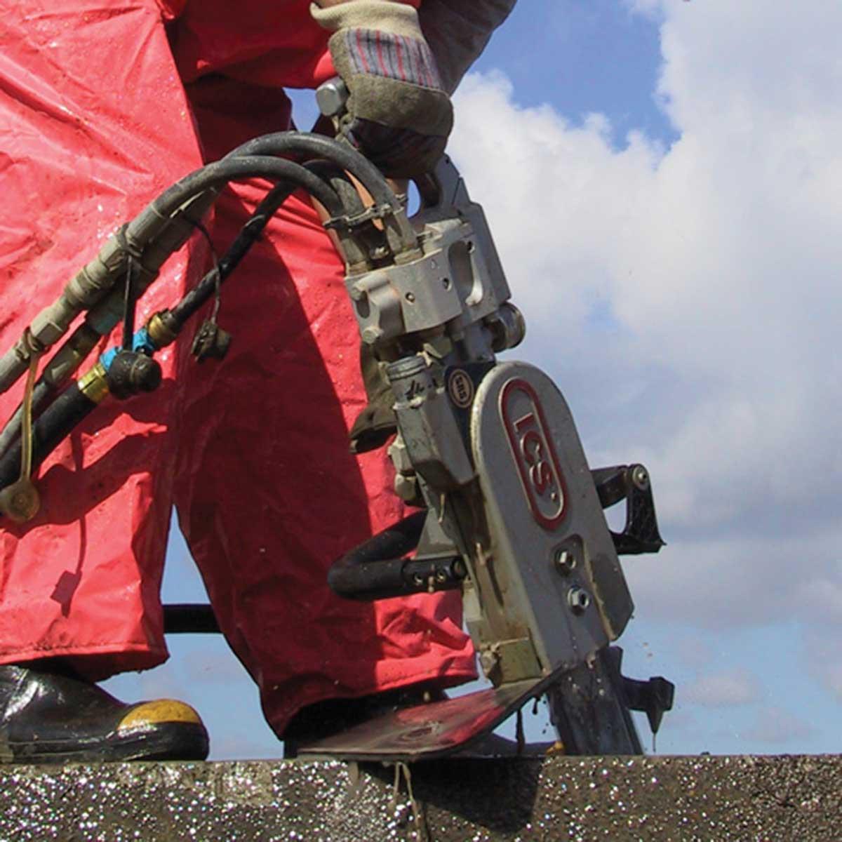 ICS Hydraulic Chain saw plunge cut