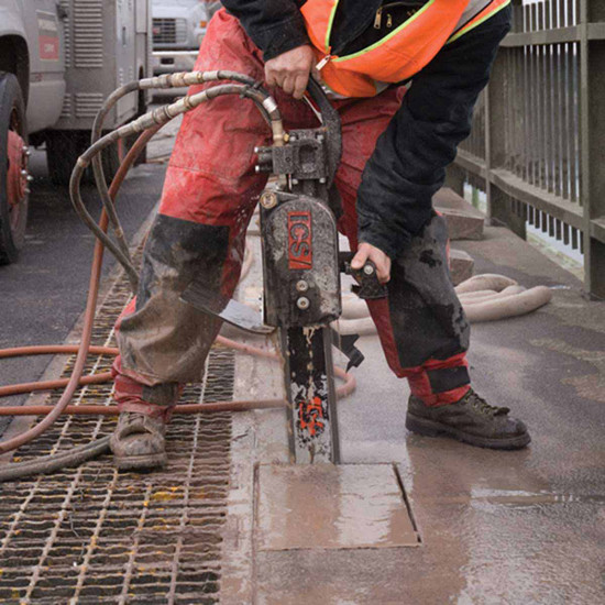 Wet Concrete Cutting with ICS 890F4 Chain Saw