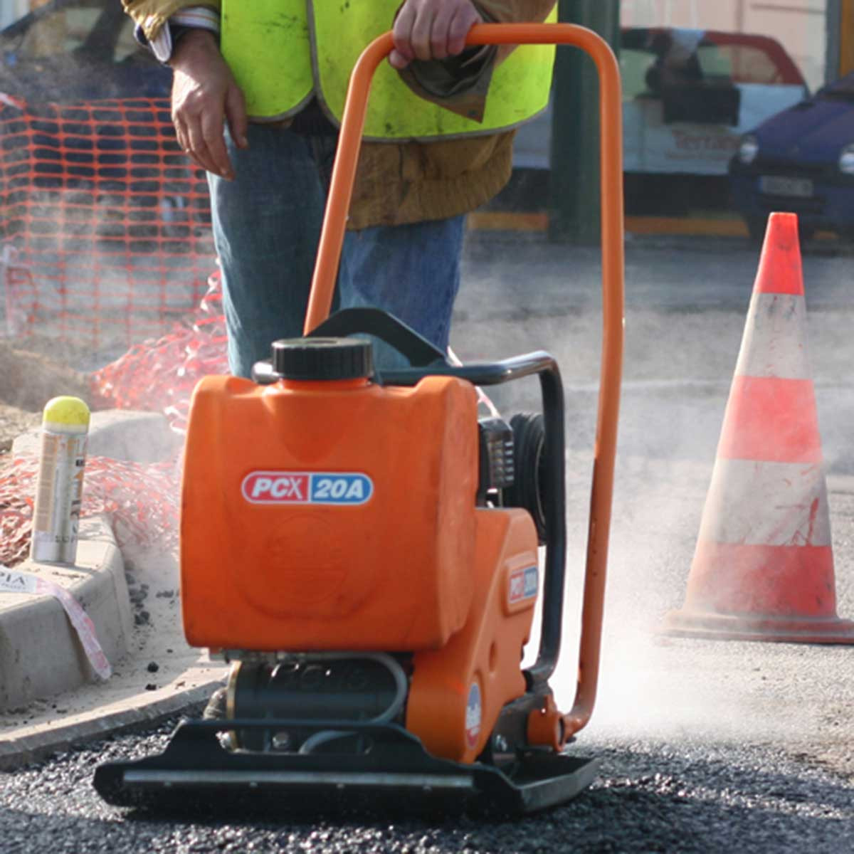 Altrad Belle asphalt plate action