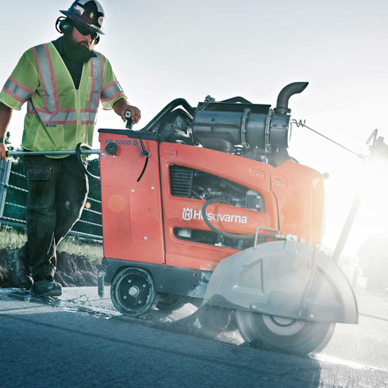 Husqvarna FS 5000 D road cutting