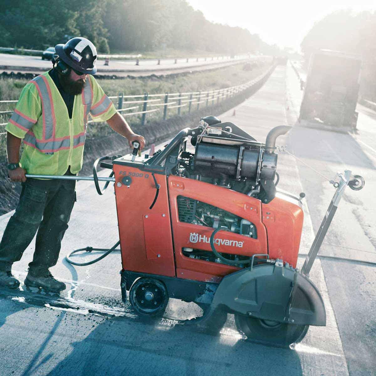 Husqvarna FS 5000 D asphalt sawing