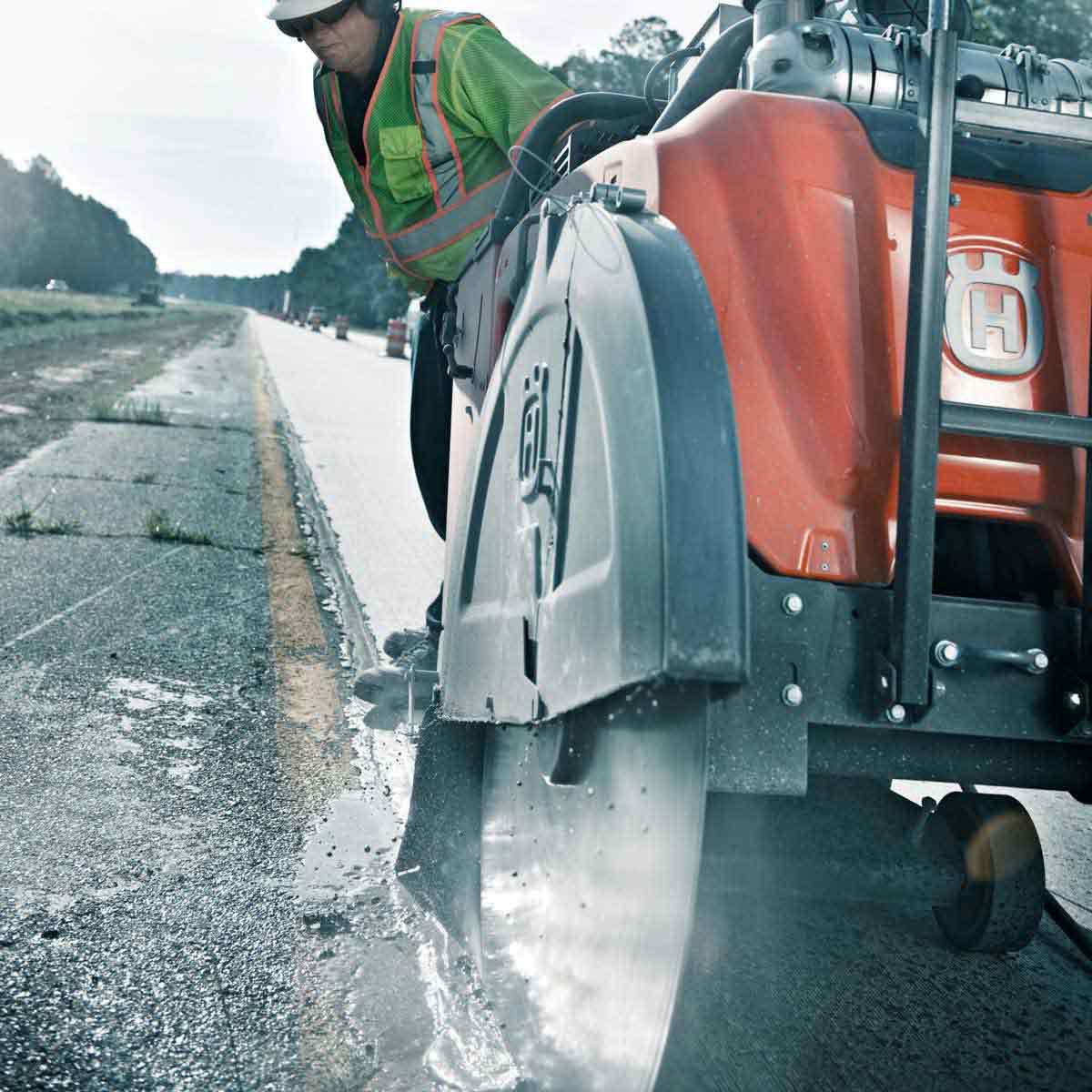 Husqvarna FS 7000 asphalt sawing