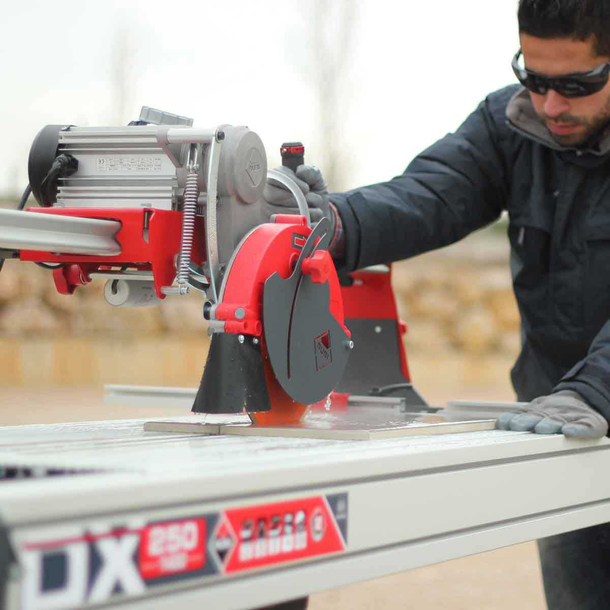 Rubi DX250-1400 rail saw wet cutting tile