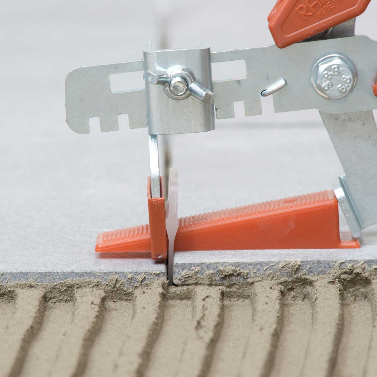 raimondi 1/16in large white clip with pliers side view