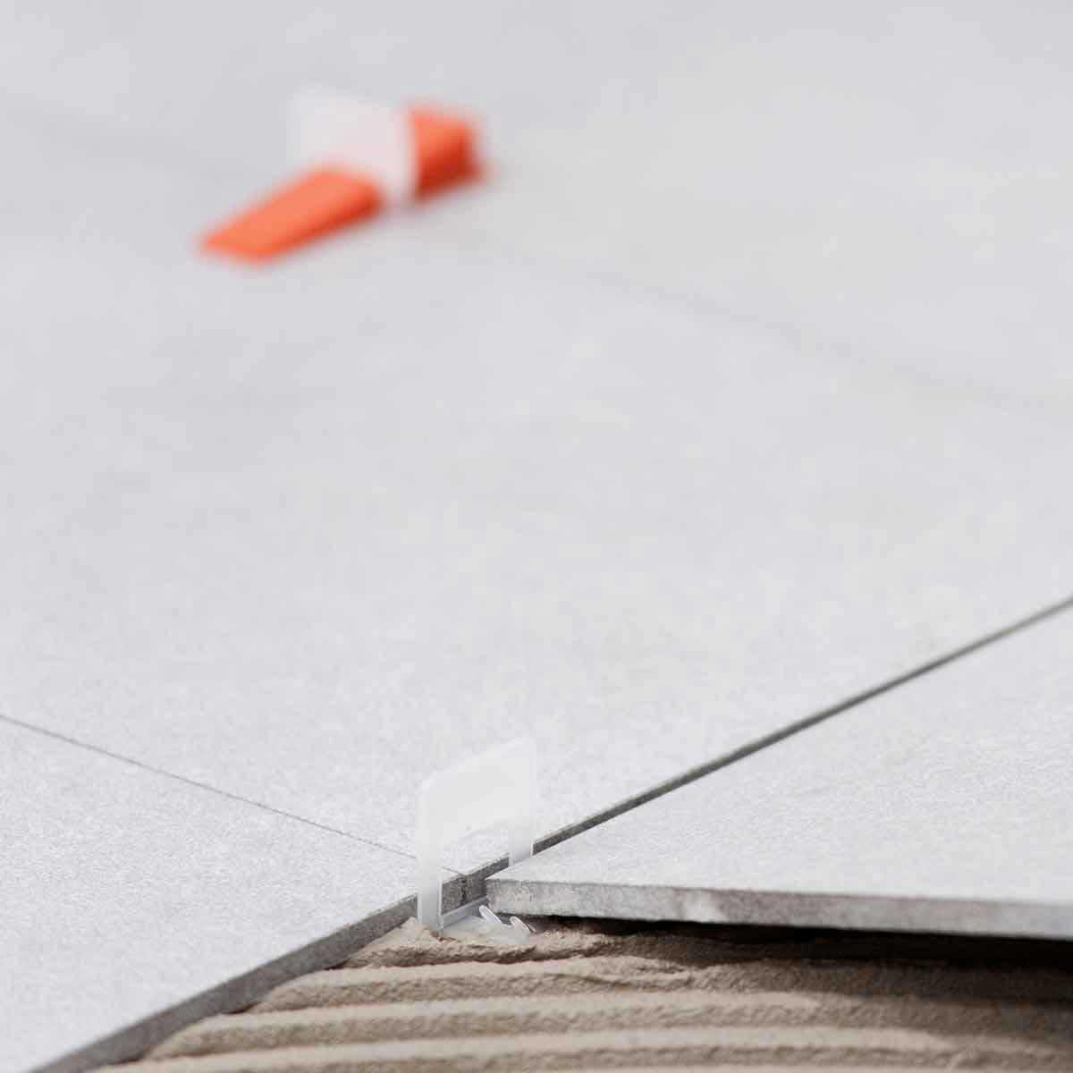 raimondi 1/16in large white clip between tiles