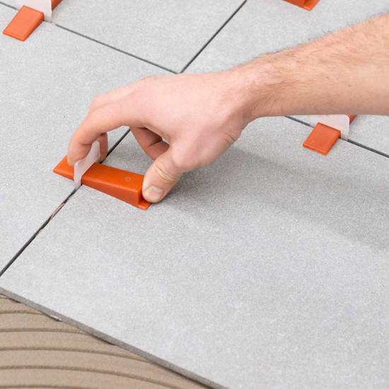 Raimondi leveling clip spacer underneath the tiles along the 4 sides