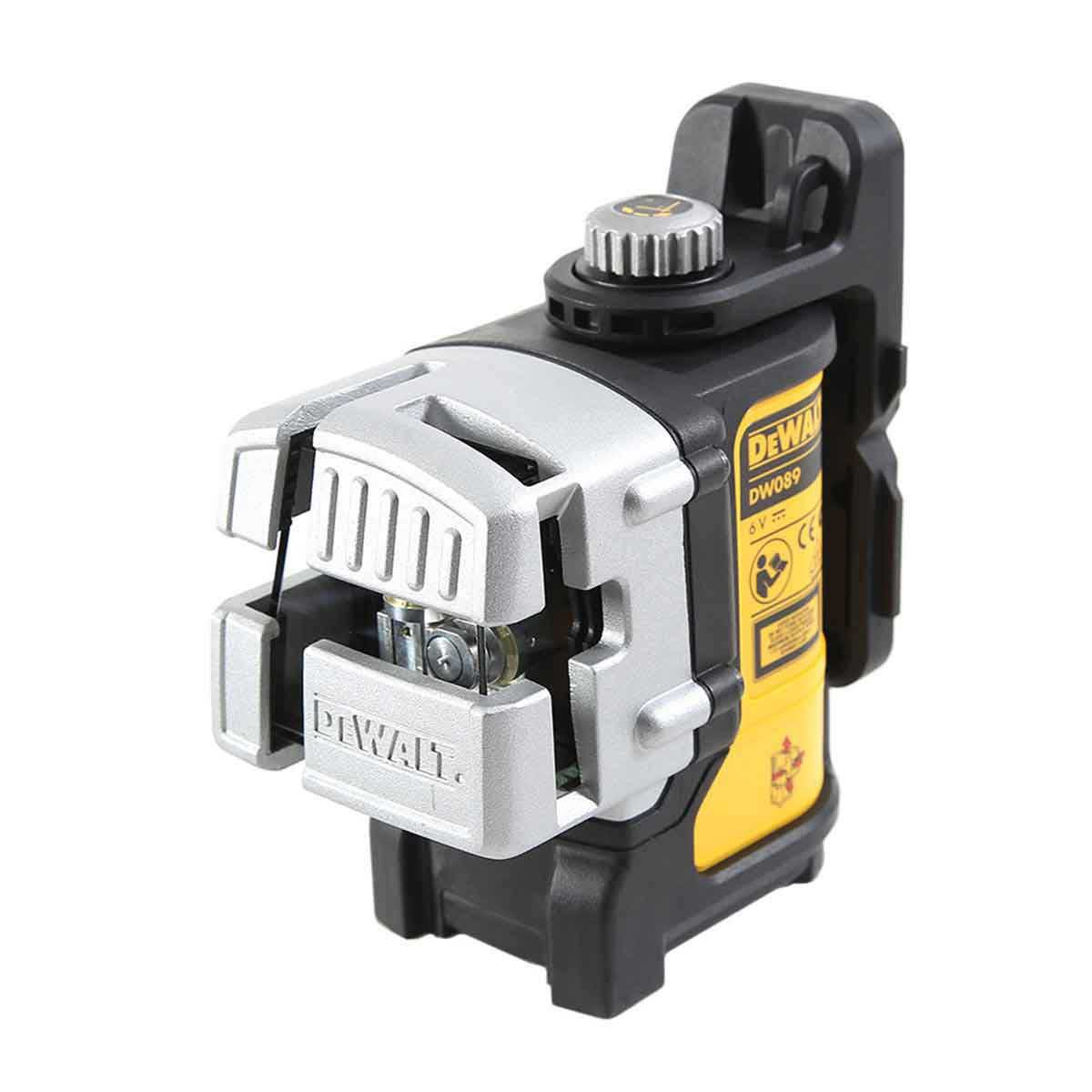 3 Beam Line Laser to aid in 90-Degree layout Dewalt