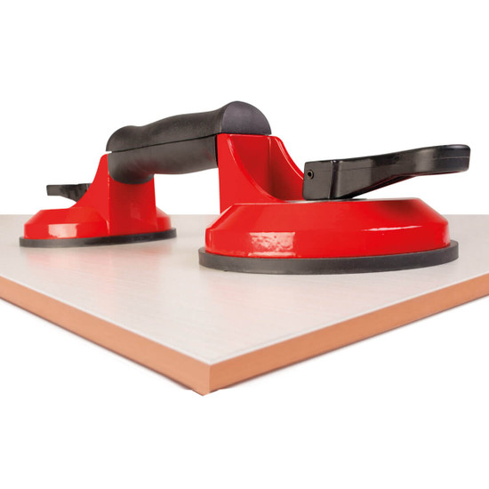 Rubi double suction cup has a highly resistant chassis made of a technical polymer, and an ergonomic handle, specially designed to improve comfort when handling heavy parts