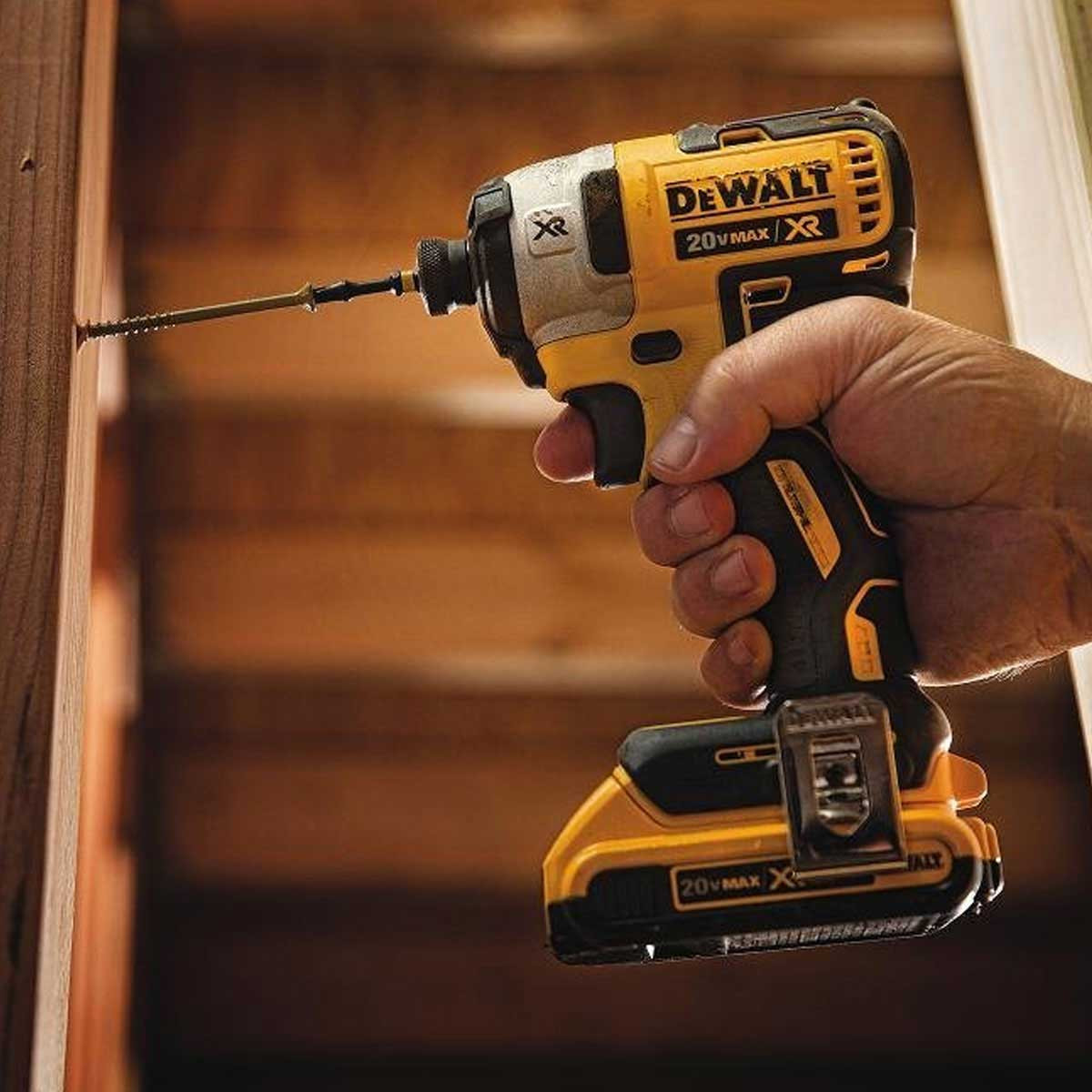 Dewalt 20 V MAX 3-Speed Impact Driver action