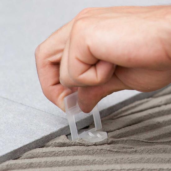 Raimondi RLS clip setting in mortar ceramic tile laying lippage free
