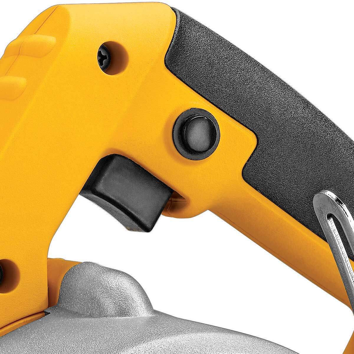 Dewalt DWC860W hand-held tile saw trigger