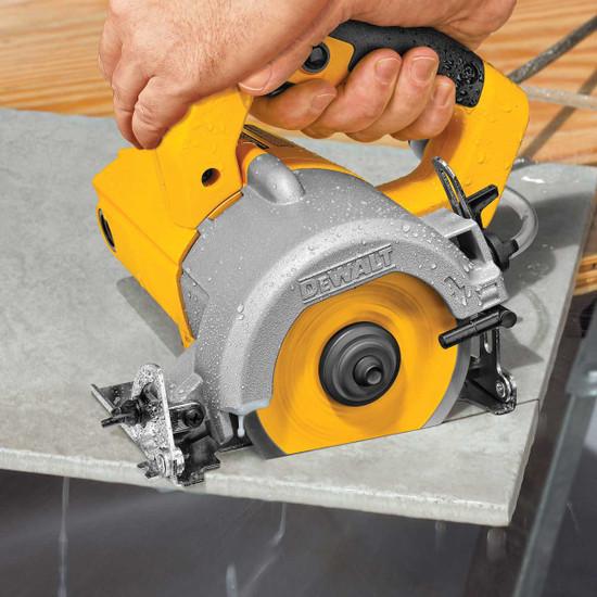 Dewalt Wet/Dry Tile Saw Cuts Tile