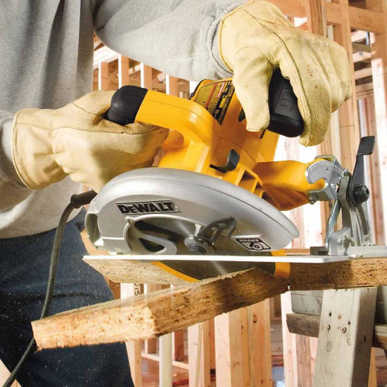 Dewalt DWE575SB Cutting 45 Degree Angle