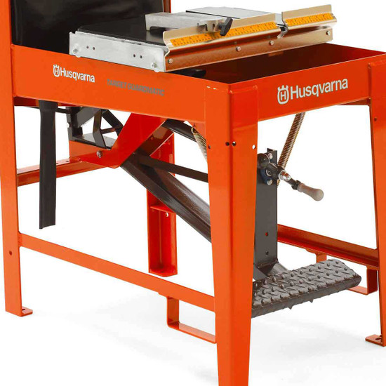 Husqvarna MS 610 Guardmatic Built-In Stand
