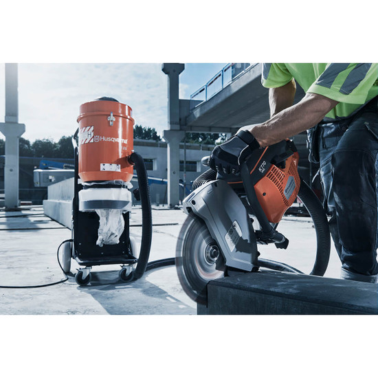 Cutting Concrete Slabd with Husqvarna K770 VAC and Vacuum