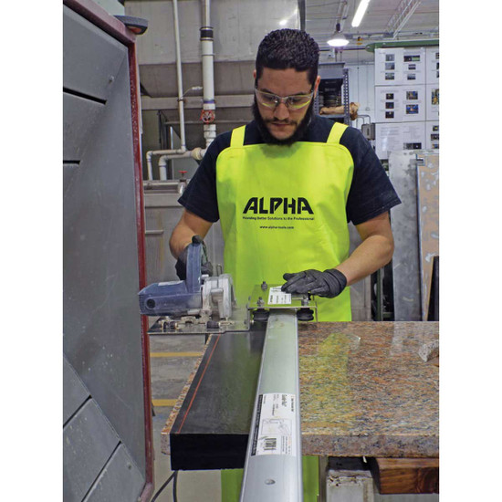 fabricator apron Suspender type should straps that puts the weight of the apron on the shoulders instead of the neck and a waterproof smartphone holder.