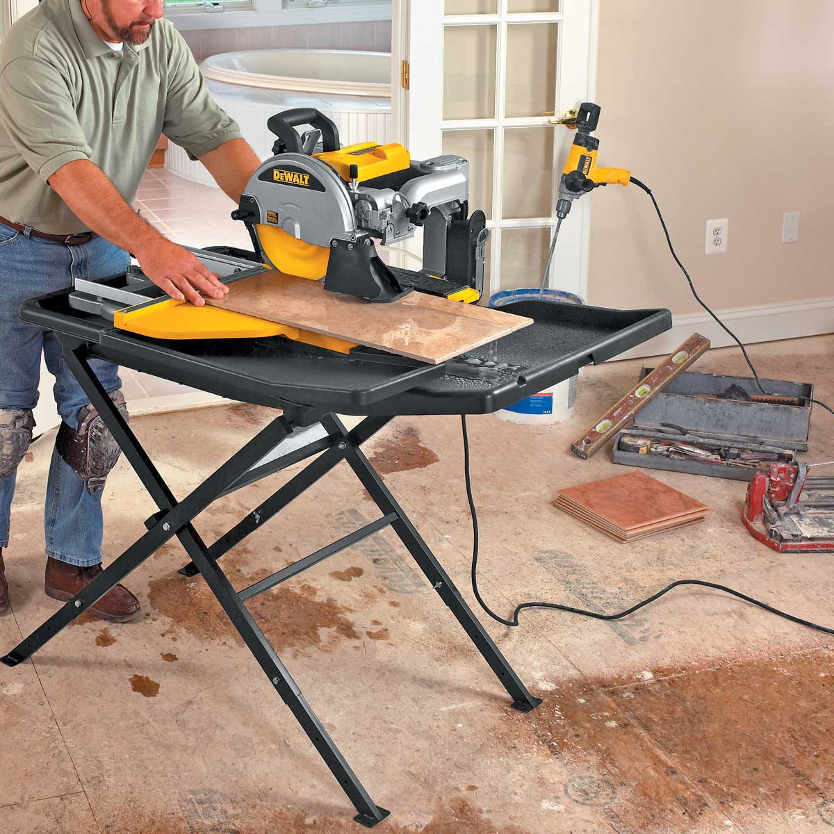 Dewalt D24000 wet cutting plank tile