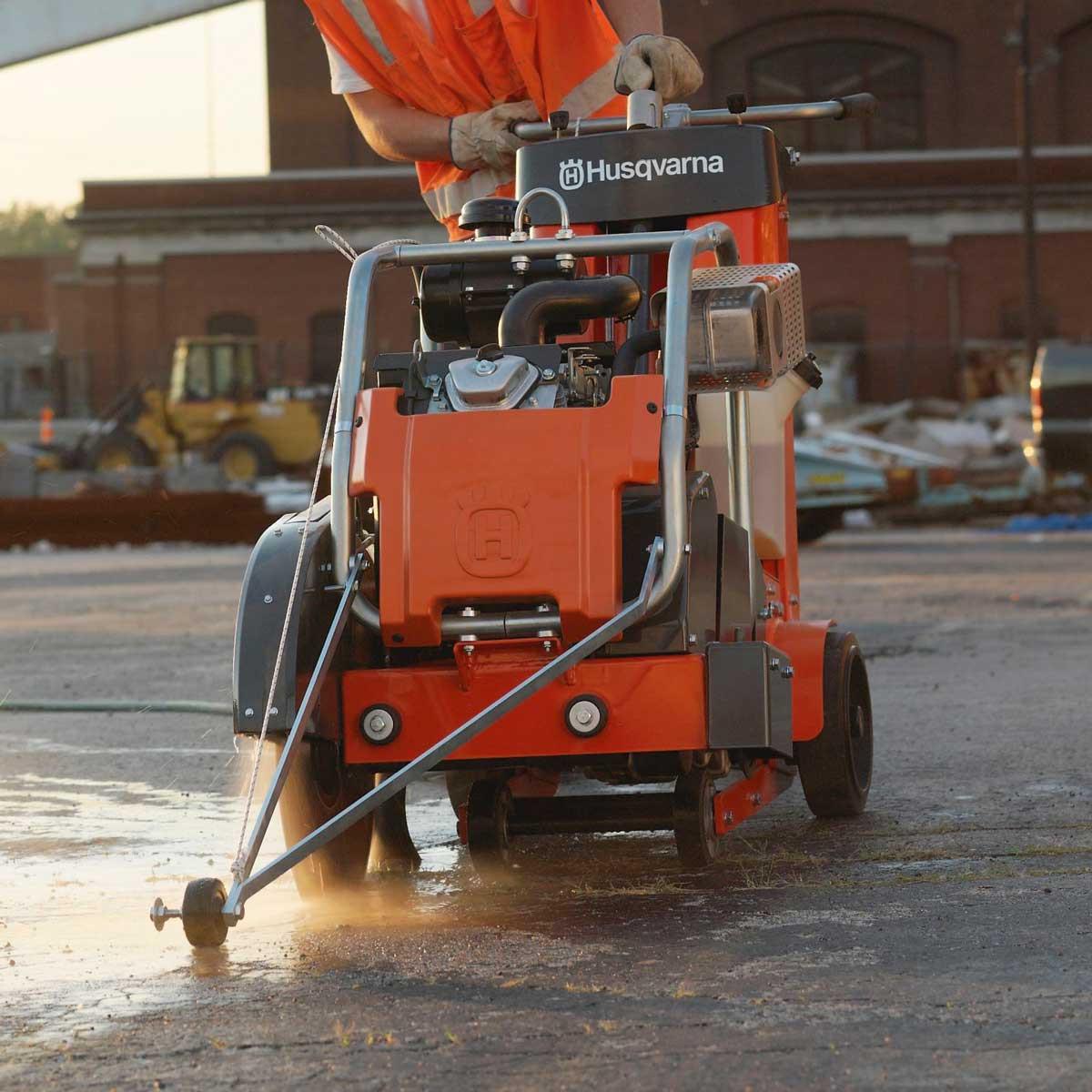 Husqvarna FS 500 road saw cutting