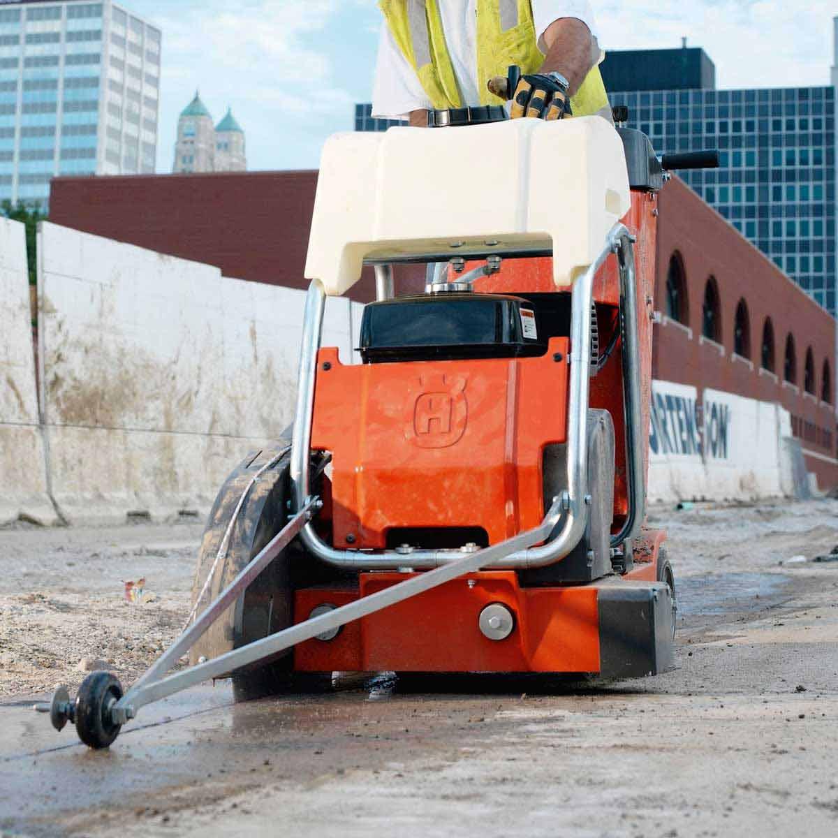 Husqvarna FS413 asphalt sawing