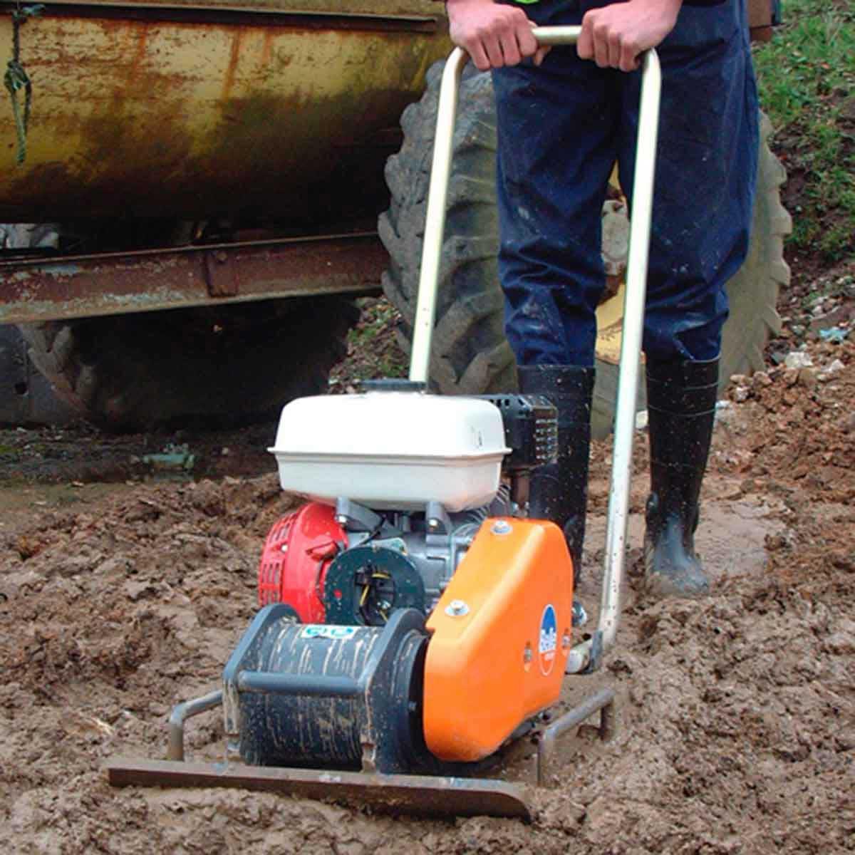 Altrad Belle plate compactor soil
