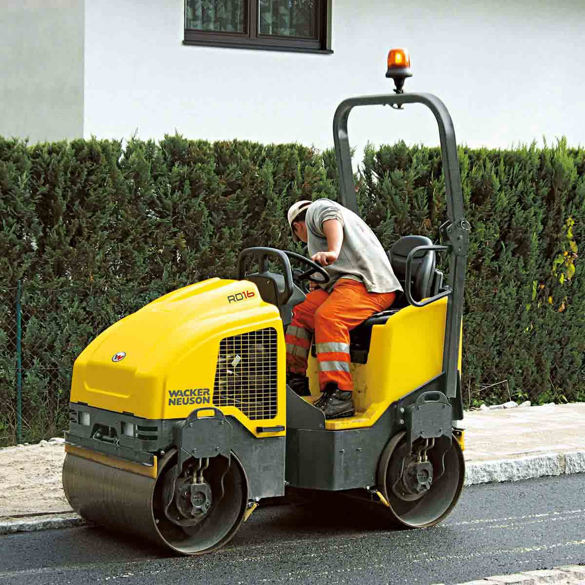 Wacker Neuson roller street work