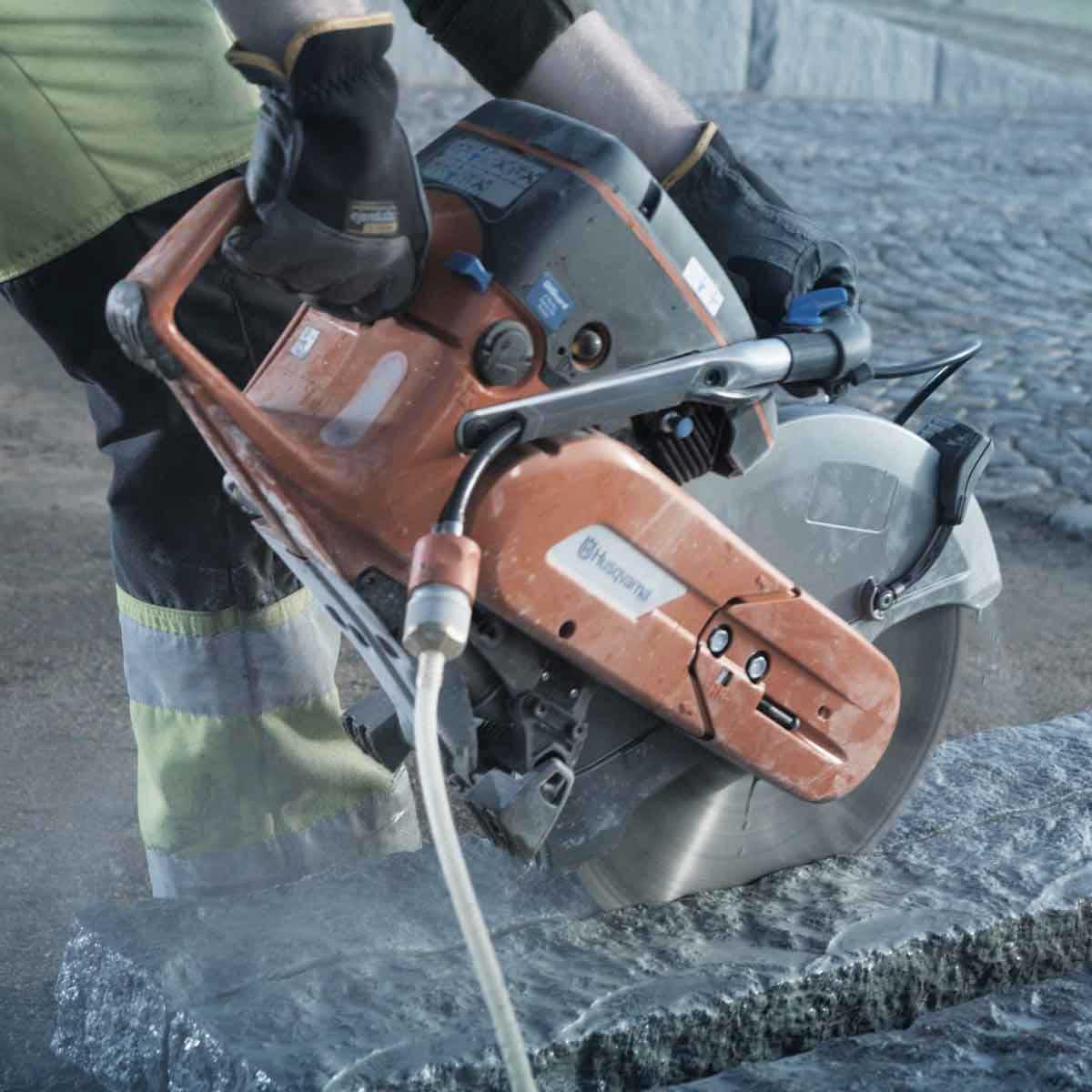 Husqvarna K760 Power cutter action