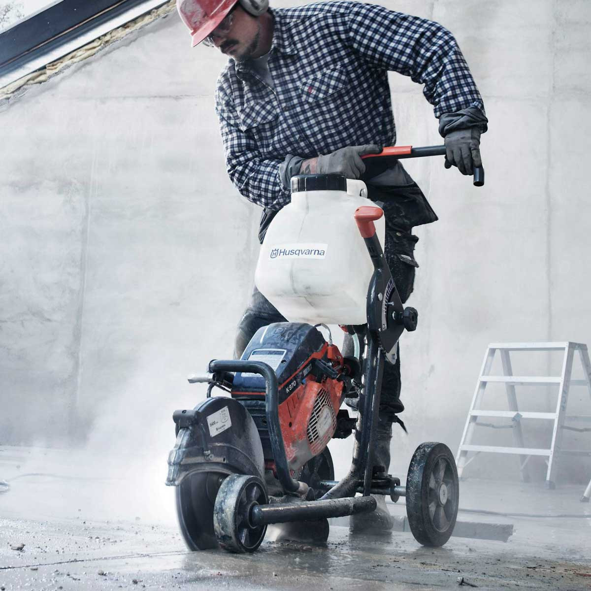 Husqvarna saw Cutting kart concrete